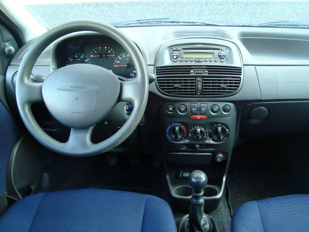 Fiat punto 1 2 elx blauw airco 5 deurs for Fiat punto 1 interieur