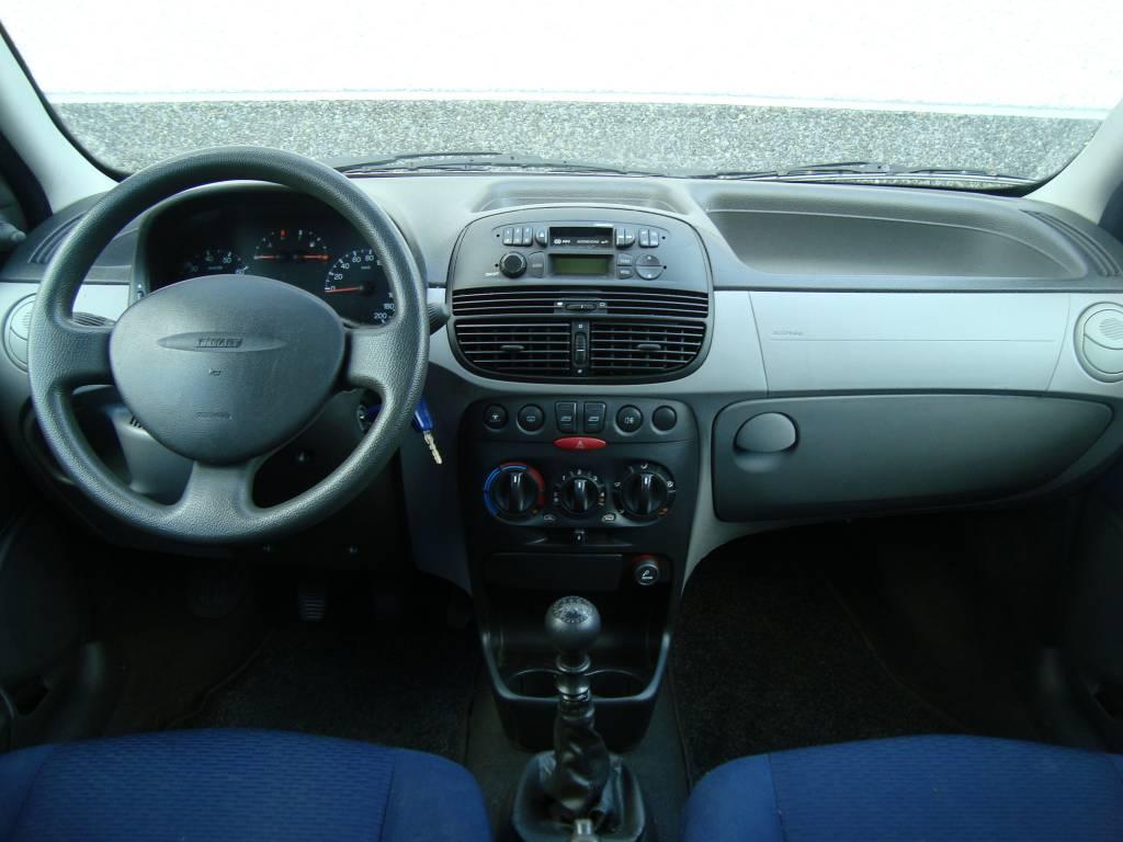 Fiat punto 1 2 elx for Interieur 2000